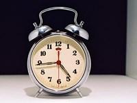 Jak nauczyć się wstawać na dźwięk budzika?